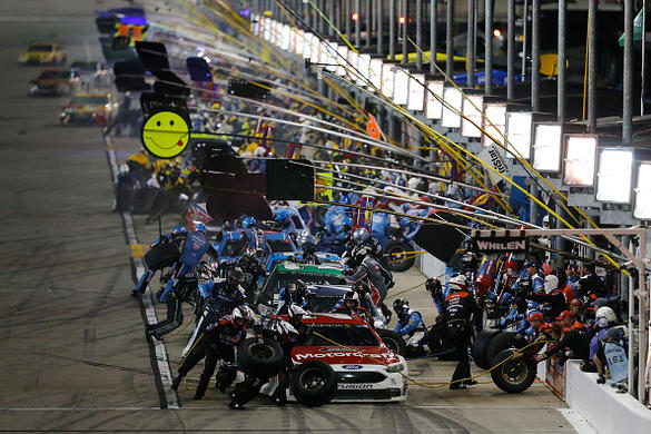 Ryan Blaney holds off Kevin Harvick to win Stage 1 at Kansas